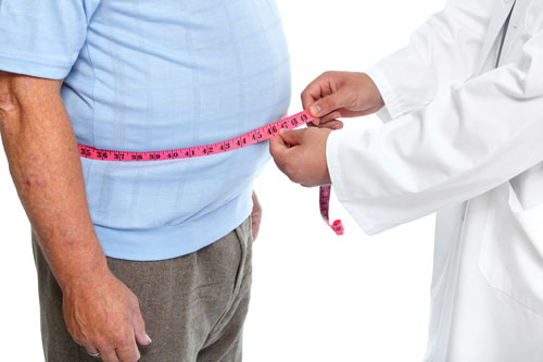 Dr. measures an overweight man with a tapemeasure