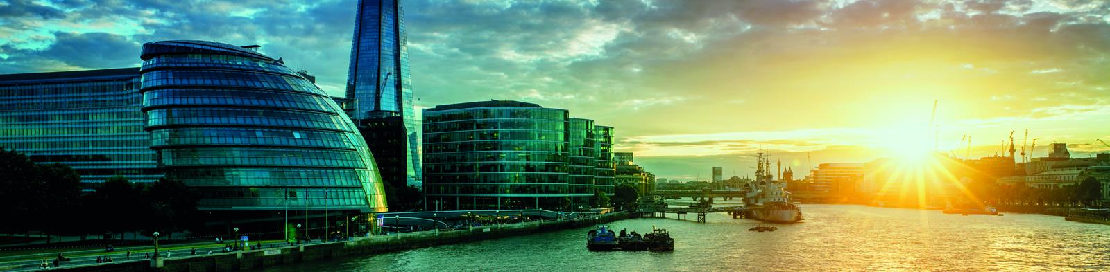 Sunrise over Thames