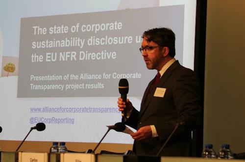 Dr Jeroen Veldman opens proceeding at the presentation of the report.