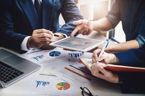 Figures analyse data on an ipad